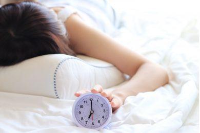 朝起き上がれない女性