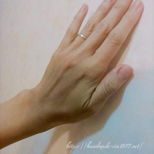 手の甲の写真